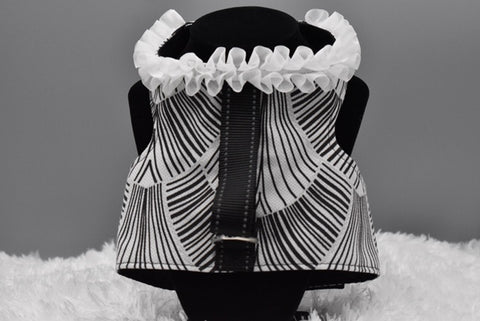 Black & white Fronds w/white ruffles