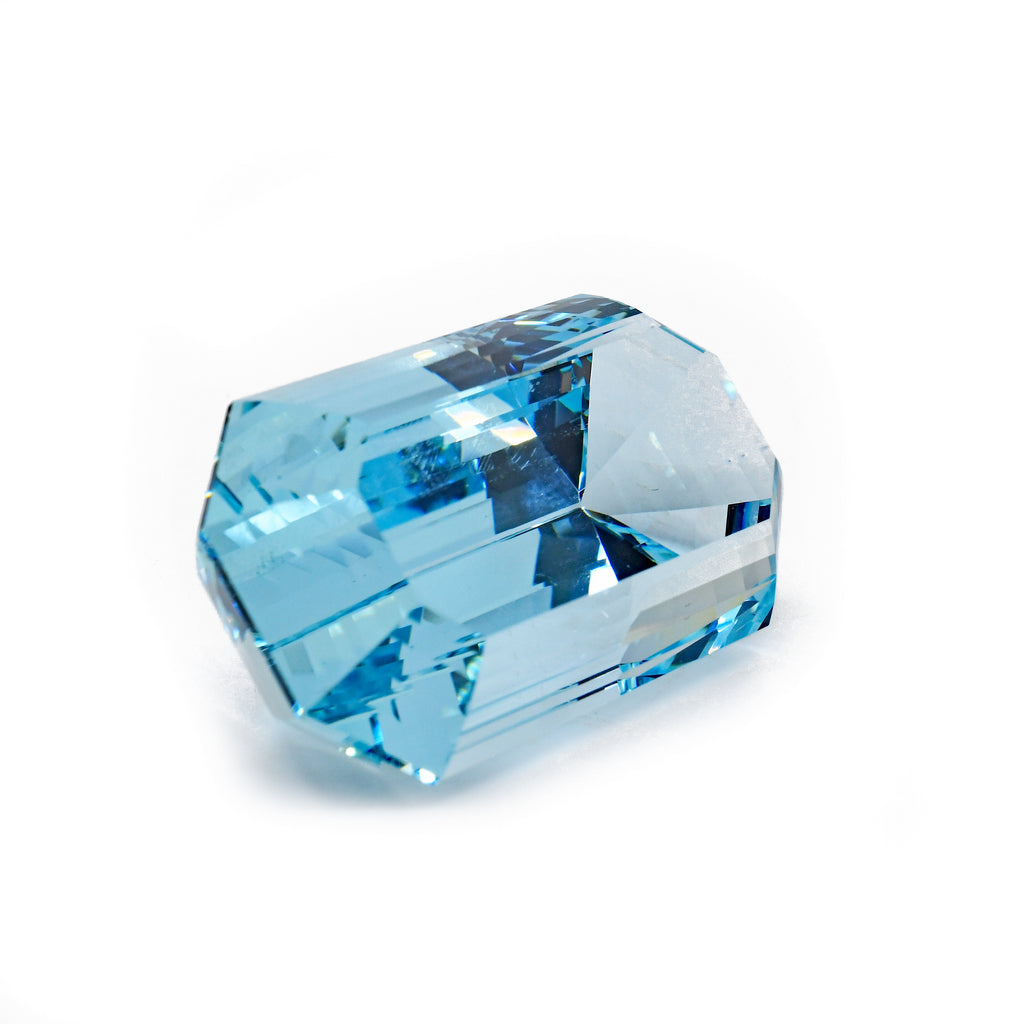 Aquamarine 37.7 mm 105.5 carat Natural Faceted Gemstone - Brazil