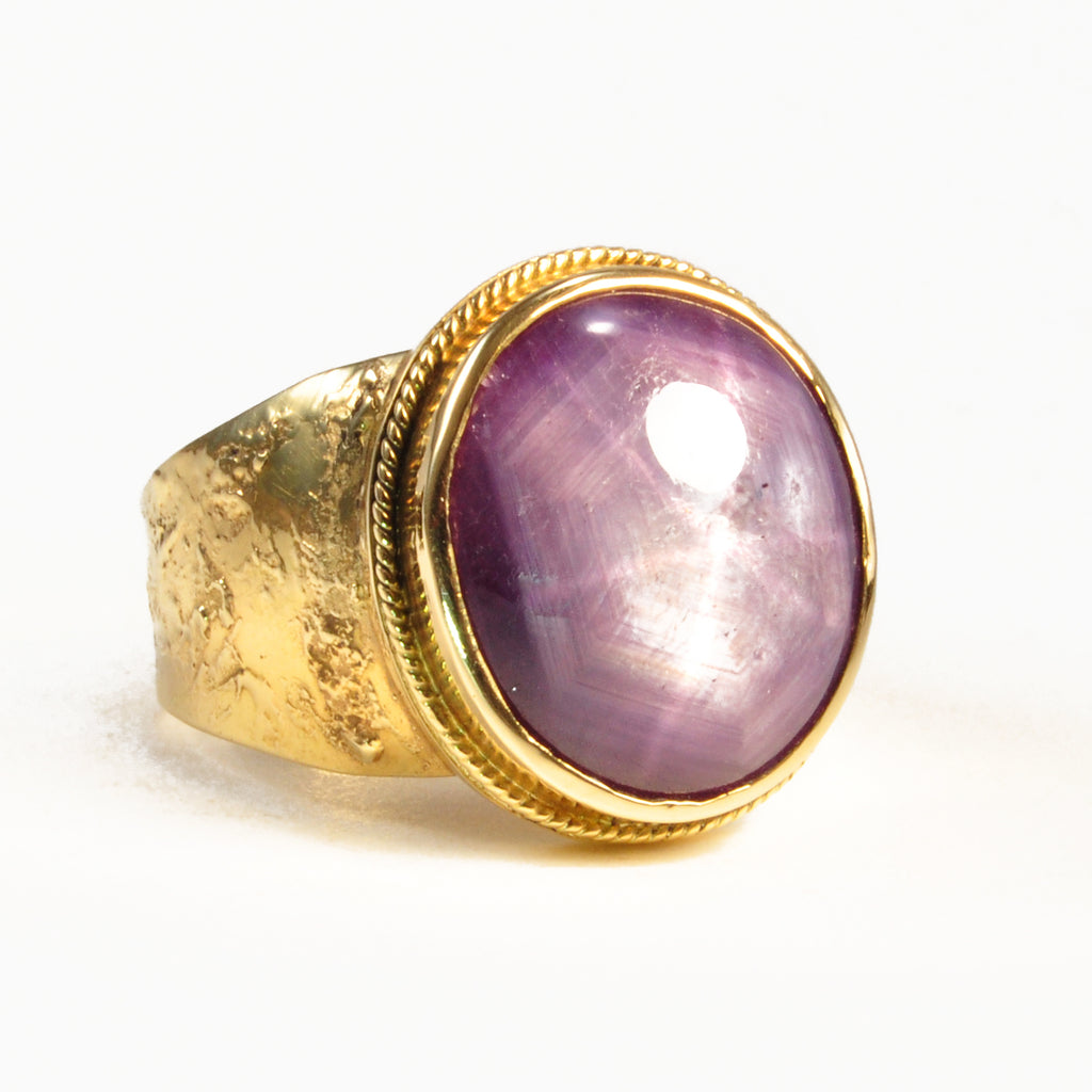 Purple Star Sapphire 17.61ct Cabochon 18kt Gold Ornate Ring