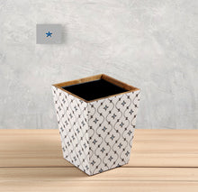 Load image into Gallery viewer, Crayton Star Mango Wood Dustbin with Metal Inner