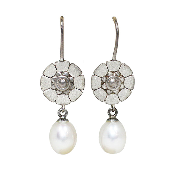 Ellie Thompson Floret Pearl Earrings | Field Museum Store