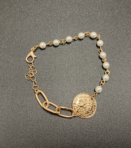 Lecia Tiny Pearl Bracelet with Round Coin