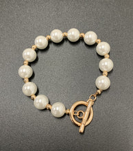 Load image into Gallery viewer, Lexi Pearl Bracelet