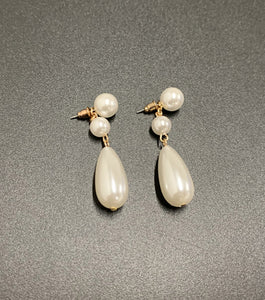 Lyle Elongated Pearl Drop Earings