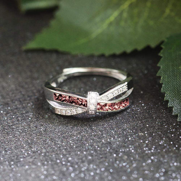 October Queen - Infinity Knot Ring