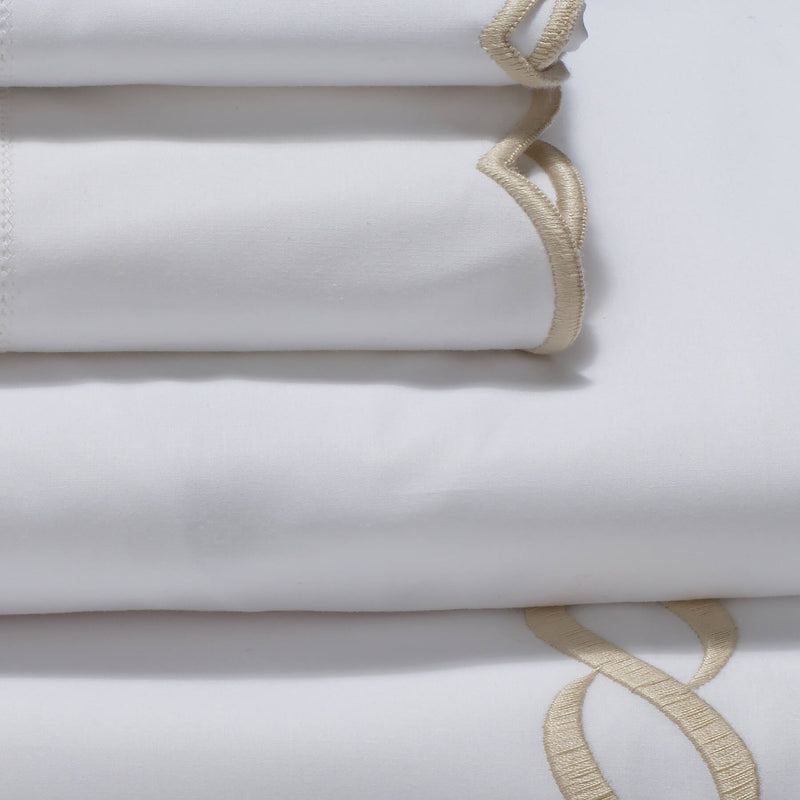 Pratesi Chain Design Egyptian Cotton Bedding Set White/Beige. Close up detail image