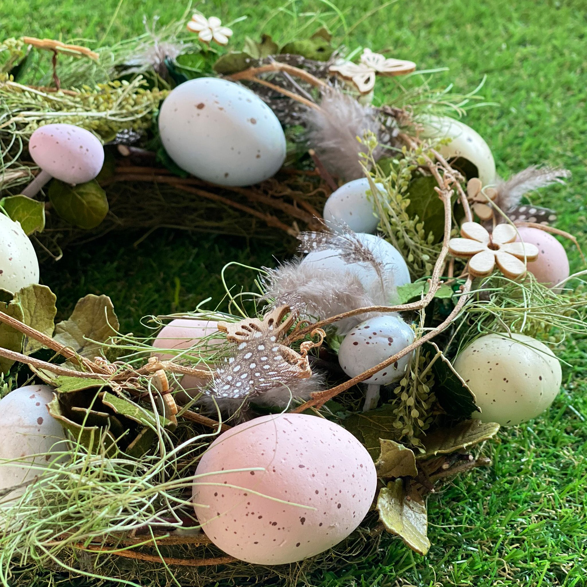 """Natural Grass Twig Wreath~Nest//Speckled Eggs~Natural Sage Green~20/"""""""