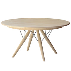 "Wegner PP75 Table – 55"" dia"