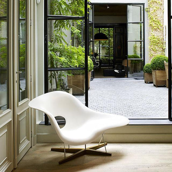 Vitra eames la chaise by charles ray eames danish for Charles eames chaise bascule