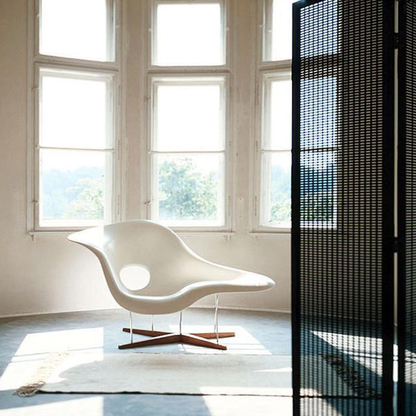 Vitra eames la chaise by charles ray eames danish for Charles eames chaise a bascule