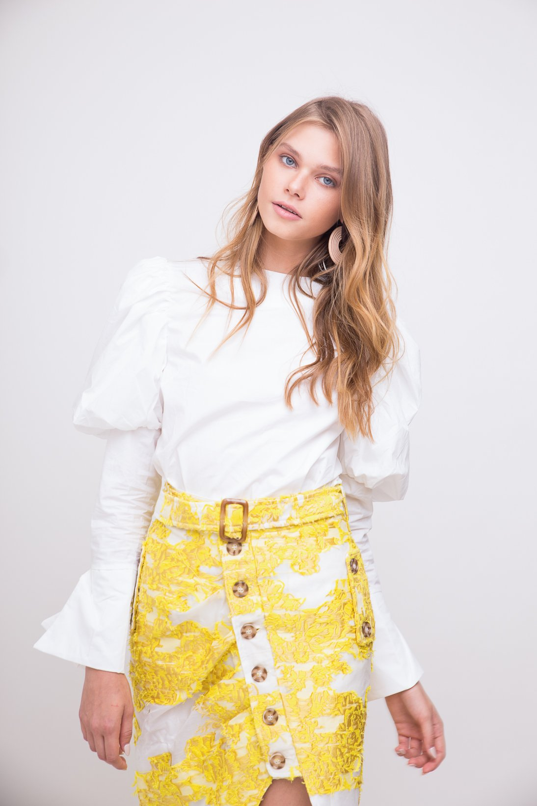 Beautiful short yellow detailed skirt with built-in belt.