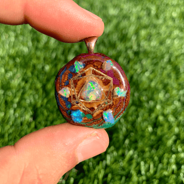 Pinecone Mini | Opal/22k Gold Icosahedron (UV) - Tame Mane