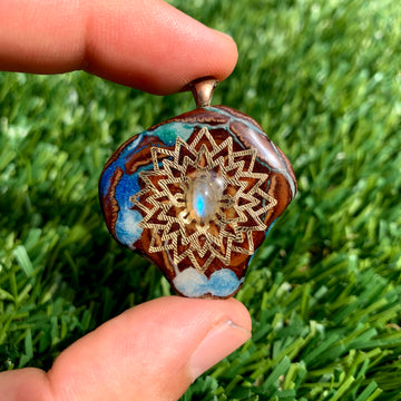 Pinecone Mini | Labradorite/22k Gold Mandala (UV) - Tame Mane