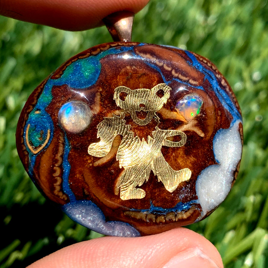 Pinecone Mini | Moonstone/Australian Opal/22k Gold Dancing Bear (UV) - Tame Mane