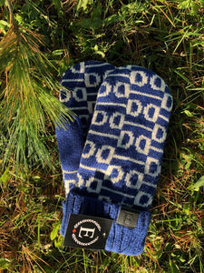 EFO mittens for fashionable equestrians. These mittens are beautiful and perfect for all horseback riding occasions.