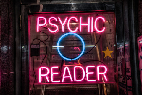 Psychic-readings-with-the-dead