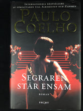 Load image into Gallery viewer, Segraren står ensam - Paulo Coelho