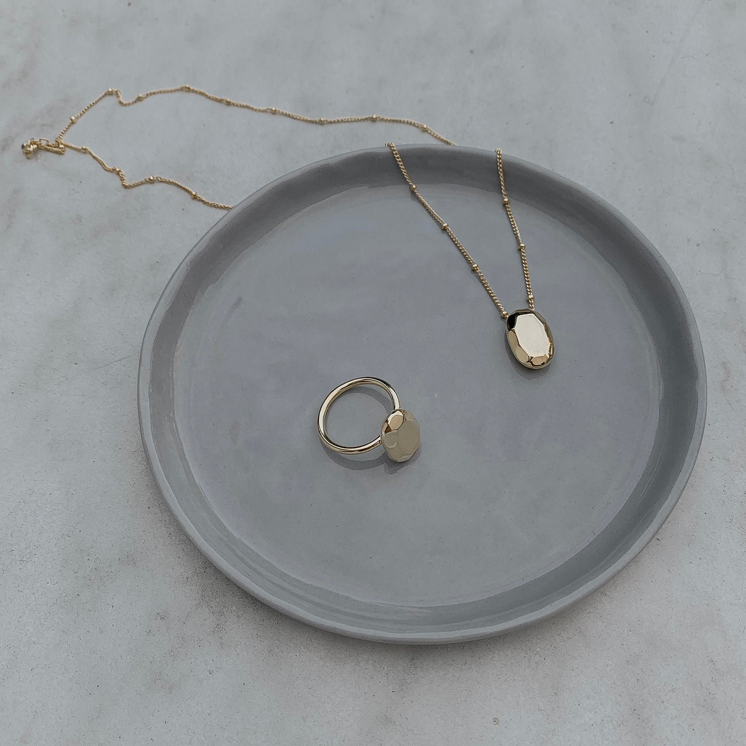 The Oval Pendant