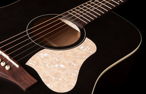 Art & Lutherie  Americana Faded Black RH Guitar 045587