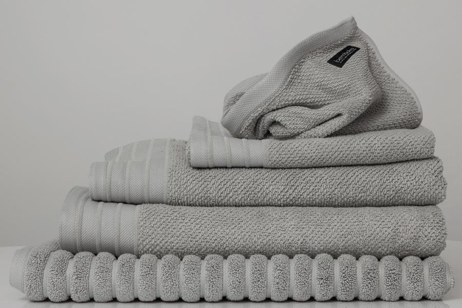 Jacquard bath towel set in Dove