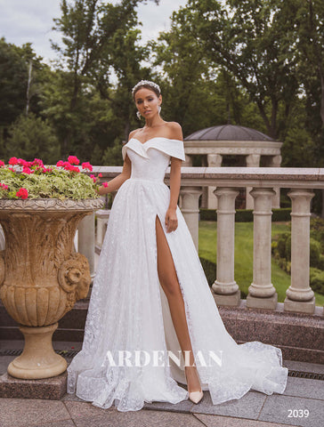Wedding Dress Model 2039