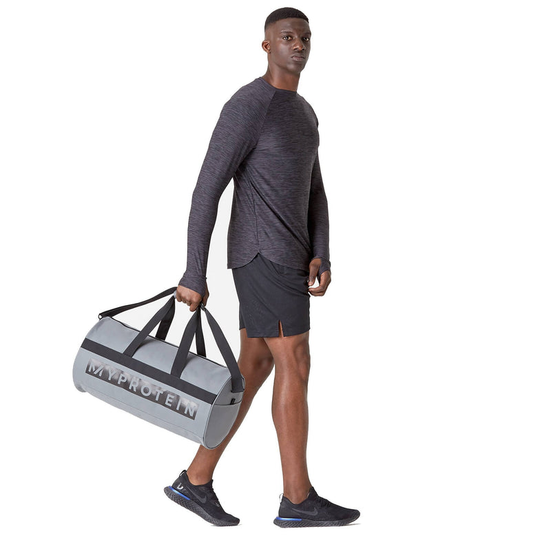 products/MY_PROTEIN_SPORTS_BARREL_BAG_SLATE_GRAY_FULL_PORTION_AT_www.gymsupplementsus.com.jpg