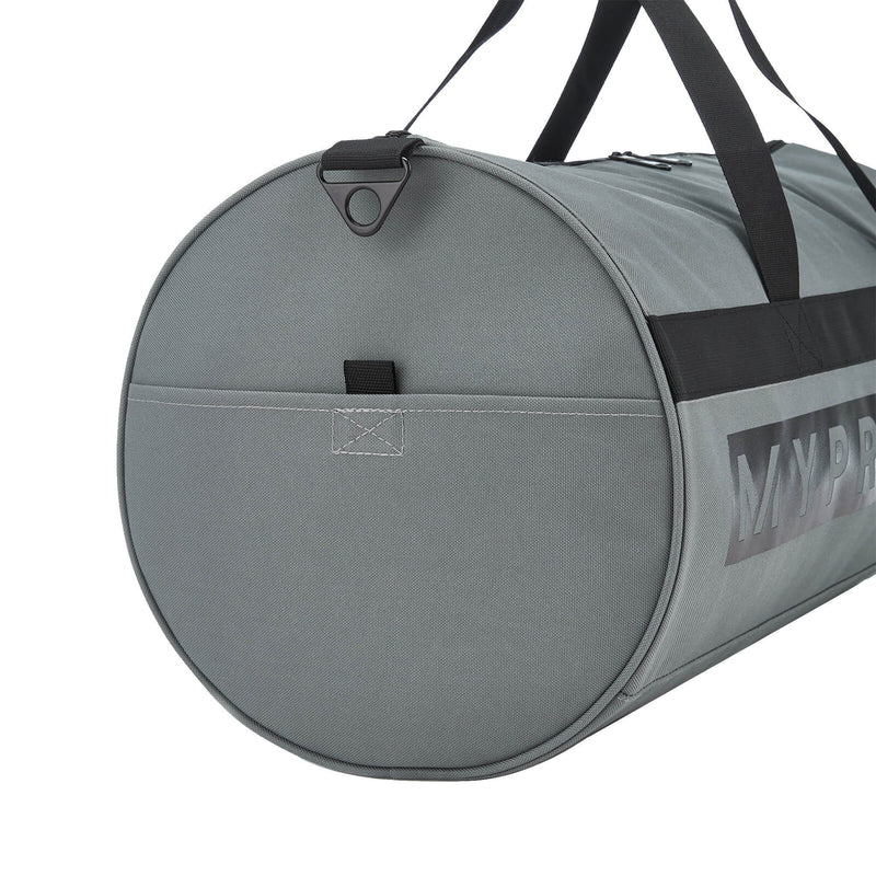 products/MY_PROTEIN_SPORTS_BARREL_BAG_SLATE_GRAY_SIDE_PORTION_AT_www.gymsupplementsus.com.jpg