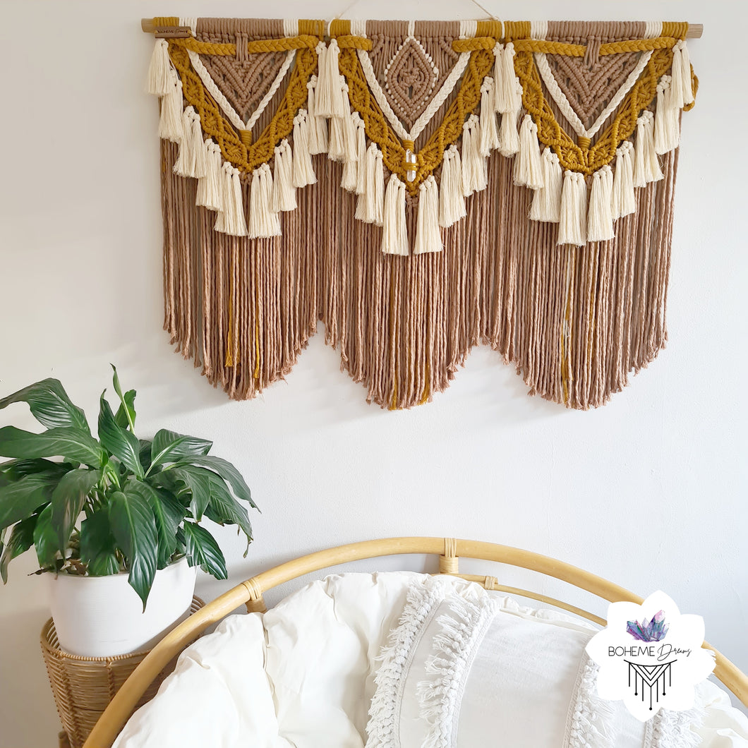 TRINITY WITH FRINGE MACRAME