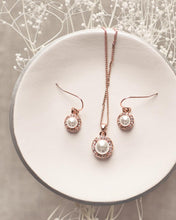 Load image into Gallery viewer, Jenna Swarovski Pearl Pendant Set