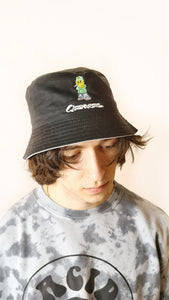 Qravers embroidered bucket hat black