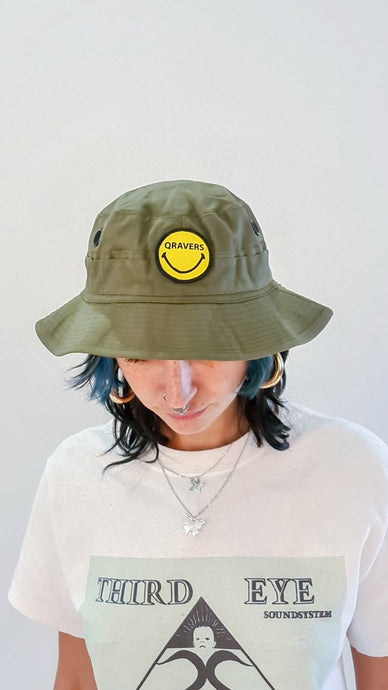 Qravers smiley face patch cargo hat khaki