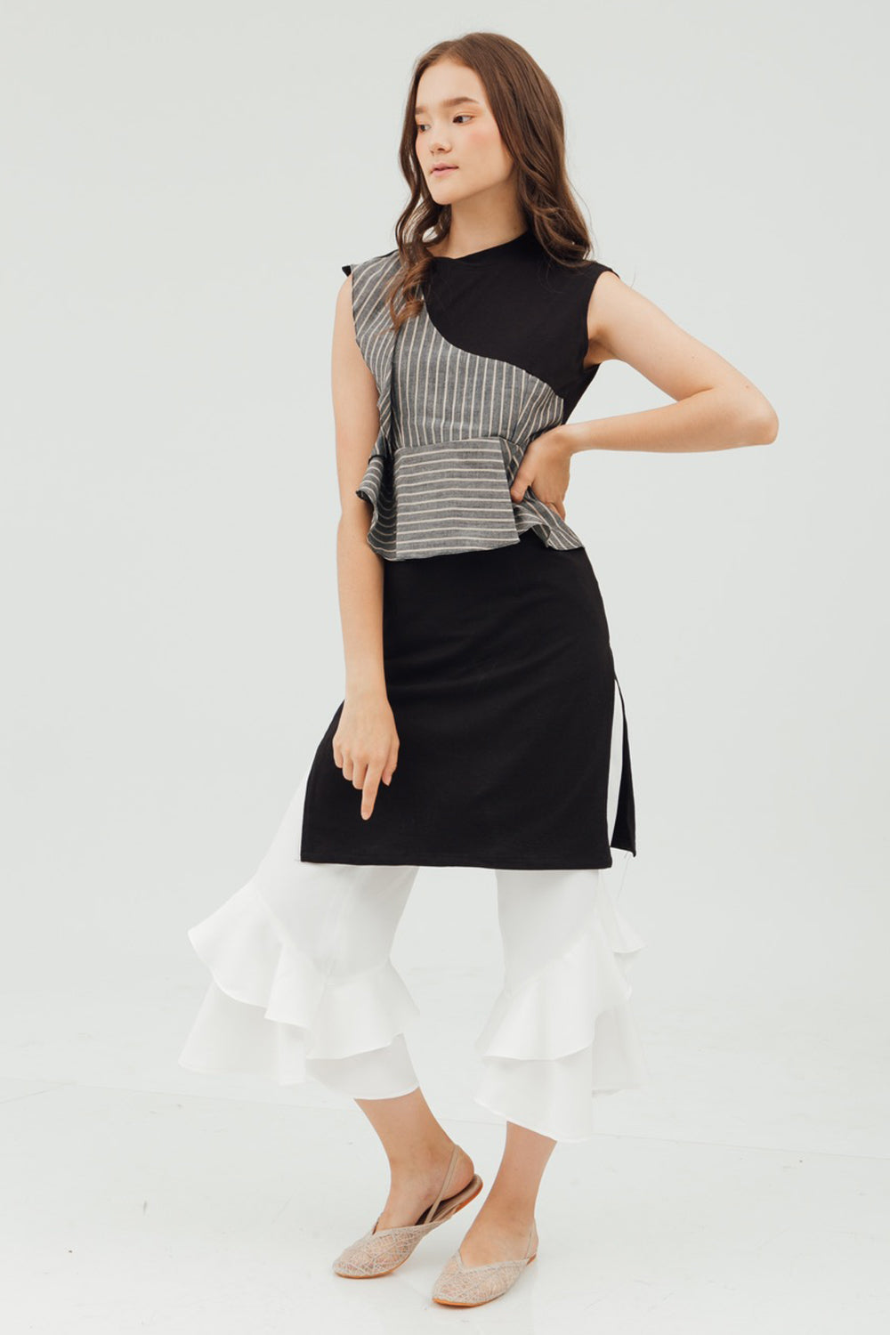 RUFFLE SLIT TOP