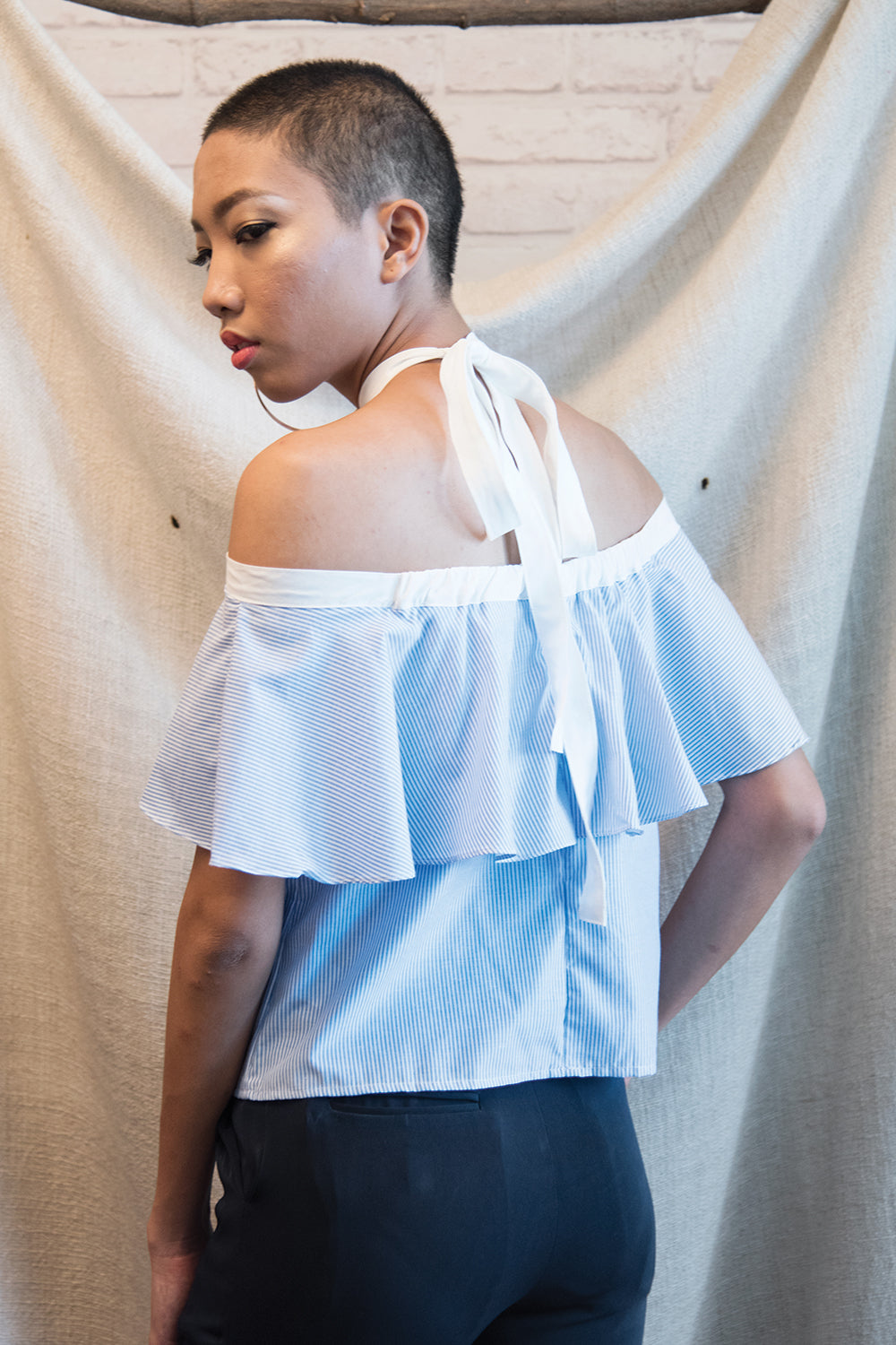 FRILLED HALTERNECK TOP