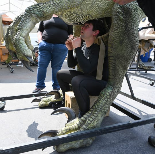 What it's like to see a blinking, breathing 'Jurassic World' dinosaur up close