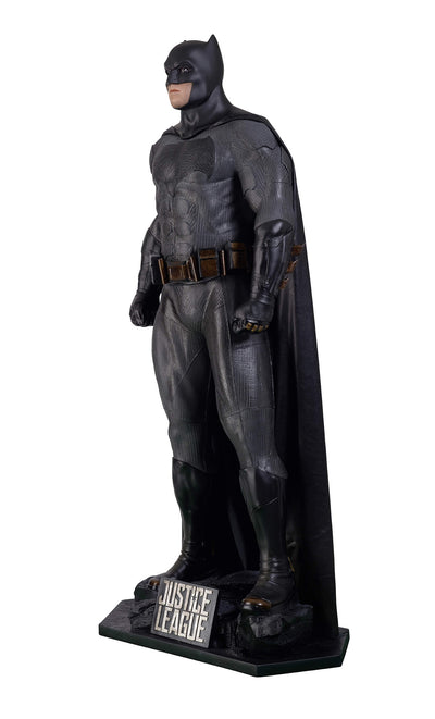 JUSTICE LEAGUE - BATMAN LIFE-SIZE STATUE (CLASSIC SUIT)