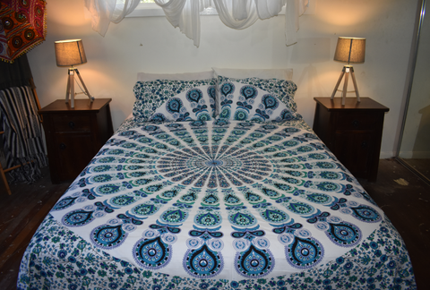 White & Turquoise Peacock Queen Size Sheet Set