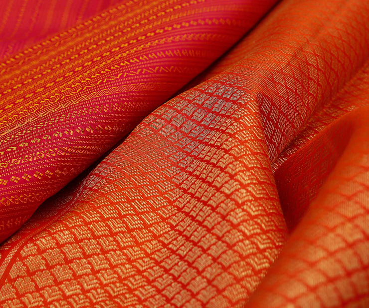 Red Color Kanchi Silk Saree With Thread Buttas.Pallu And Border With Zari Buttas