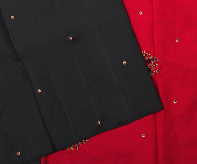 Black Kanchi Silk Saree With Red Pallu Crafted With Bullion Knots Floral Embroidery-With Blouse