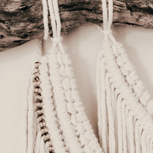 "Load image into Gallery viewer, Macrame Wallhanging ""Cleopatra"""