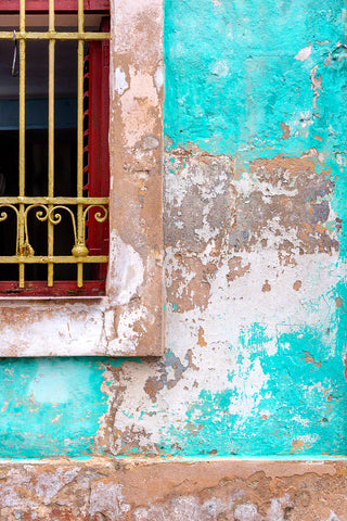 A photo of a rustic window in Havana, Cuba