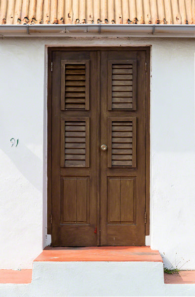 A photo of a door from an old home in Curacao