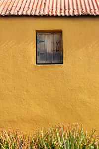 An architectural photo of an old adobe mud home in Curacao