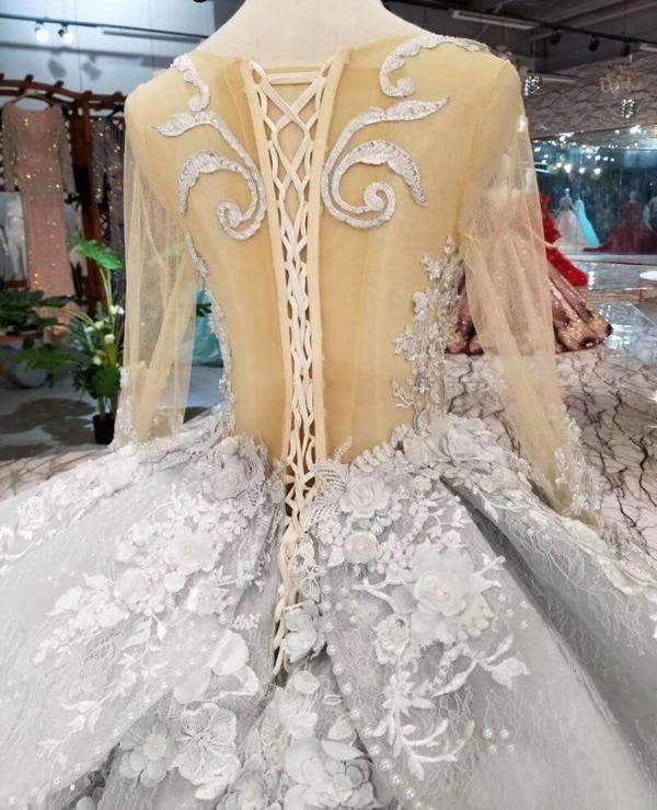 Gorgeous Lace Appliques Tulle Long Sleeves Monarch Train Ball Gown Wedding Dress W003
