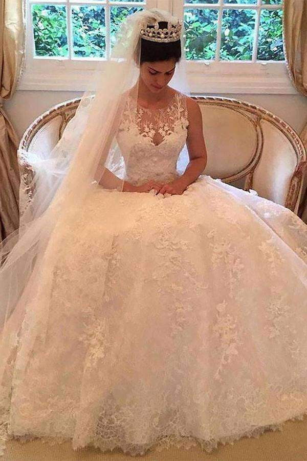 Round Neck Sleeveless Appliques Ball Gown Lace Wedding Dress W557
