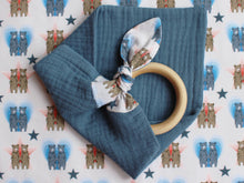 Load image into Gallery viewer, MUZZY TEETHING RING - BLUE
