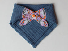 Load image into Gallery viewer, MUSLIN BIB - PINK & BLUE CUB PRINT