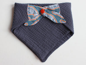 MUSLIN BIB - GRIZZLY BEAR NAVY