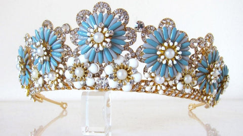 AAA-grade cubic zirconias, pearlescent beads and enamel flower detailing.