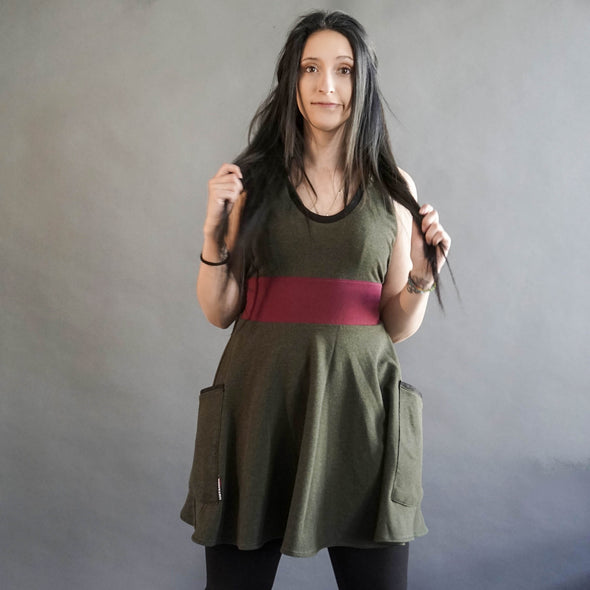 The model is wearing a Long top to wear with tights or a cute dress: Sleeveless, pockets and super soft bamboo fabric.