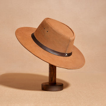 Chestnut suede hat